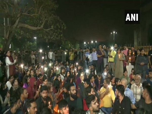 Students protest against JNU campus violence at Gateway of India in Mumbai on Monday. Photo/ANI