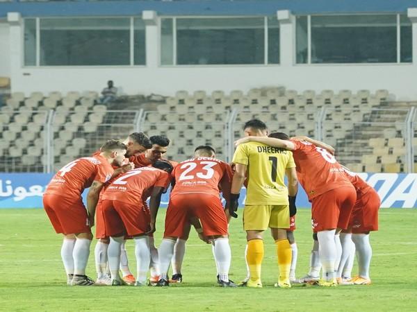 FC Goa players in a huddle (Photo/ FC Goa Twitter)