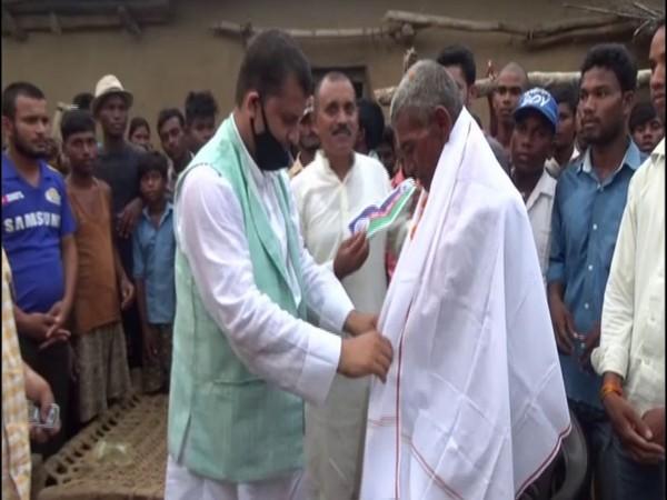 LJP leader felicitates Loungi Manjhi for carving out 5 km long canal in Gaya district, Bihar. (Photo/ANI)