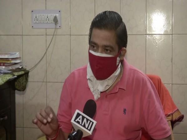 Sunil Sharma, Chief Pandit and Cremation Manager at Ghazipur crematorium. (Photo/ ANI)