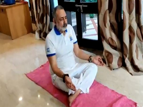 Union Minister Giriraj Singh performing yoga on the occasion of 6th International Yoga Day. [Photo/ANI]