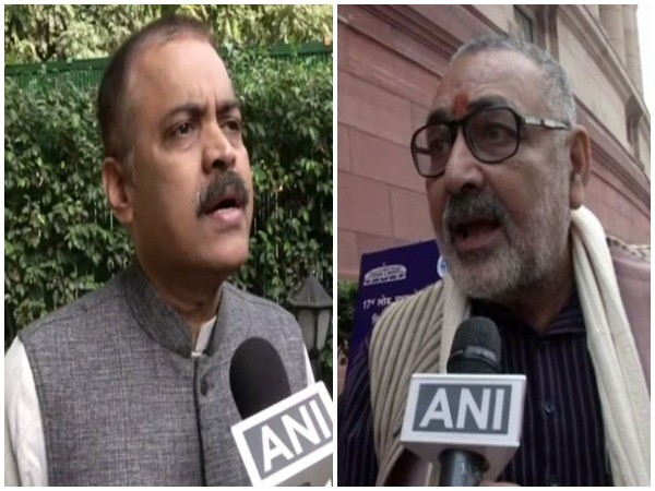 BJP leader GVL Narasimha Rao (left), Union Minister Giriraj Singh (right) [File Image]