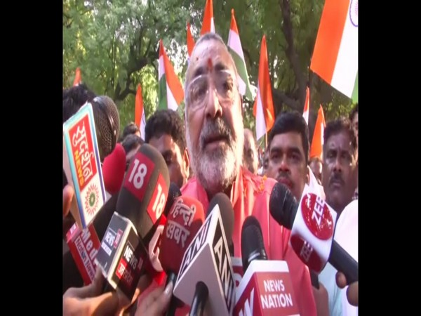 Union Minister Giriraj Singh talking to media persons in New Delhi on Sunday. Photo/ANI