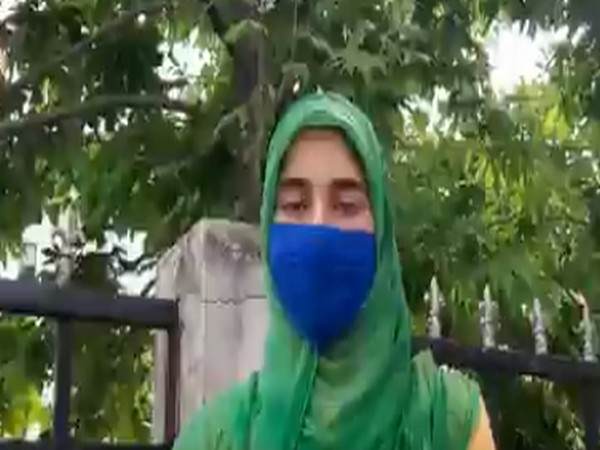 A young girl named Rifat from Kashmir's Baramulla urged people to come together to fight COVID-19 battle (Source: Jitendra Singh Twitter)