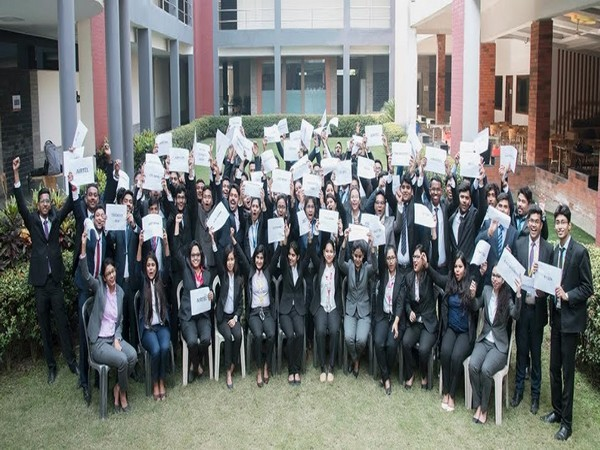Students of GBS celebrate the successful closure of full-time placements 2020