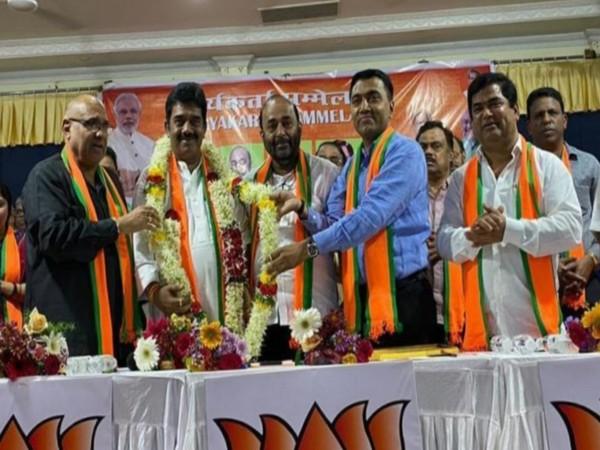 Outgoing Goa BJP chief Vinay Tendulkar ( in the center), in Goa on Sunday.