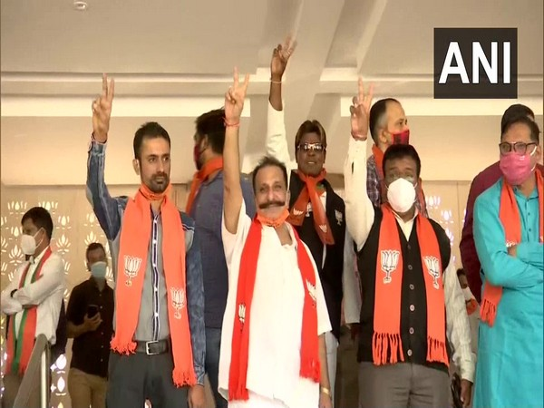 BJP leaders showed the victory sign in Gandhinagar after taking the lead on all eight by-poll seats in Gujarat. (Photo/ANI)