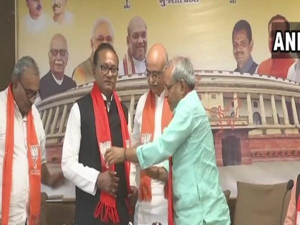 Former Congress MLA from Gujarat, Purushottam Sawariya joined BJP on Monday, [Photo/ANI]
