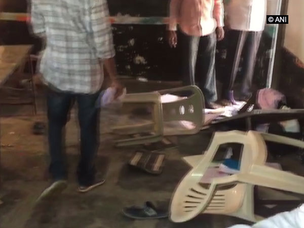A clash TDP and YSRCP supporters took place at a polling station in Gurajala, Andhra Pradesh, on Thursday. Photo/ANI