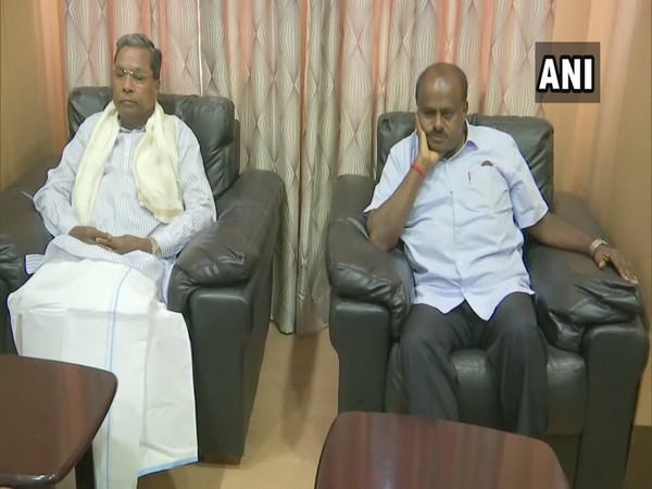 Congress Legislature Party (CLP) leader Siddaramaiah (left) and Chief Minister HD Kumaraswamy (right) at the meeting in Bengaluru, Karnataka on Wednesday.