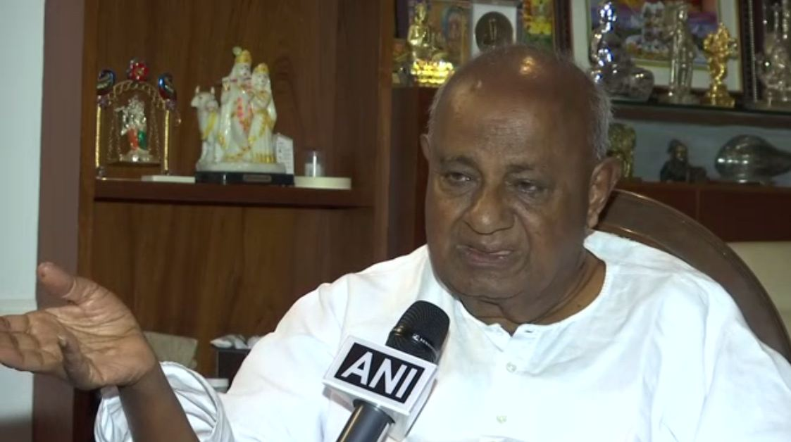 JD(S) supremo HD Deve Gowda speaking to ANI in Karnataka on Thursday. Photo/ANI