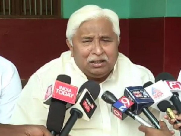 Congress leader HK Patil speaking to reporters in Gadag on Tuesday. Photo/ANI