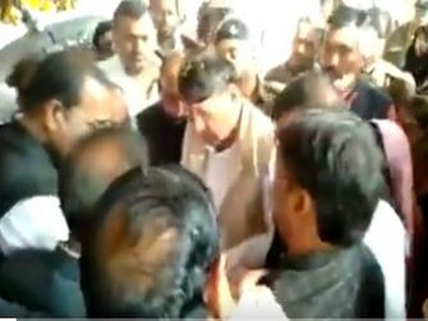 Kisan Congress leader forcibly removed from Harda Collectorate premises after speaking loudly to Madhya Pradesh minister PC Sharma