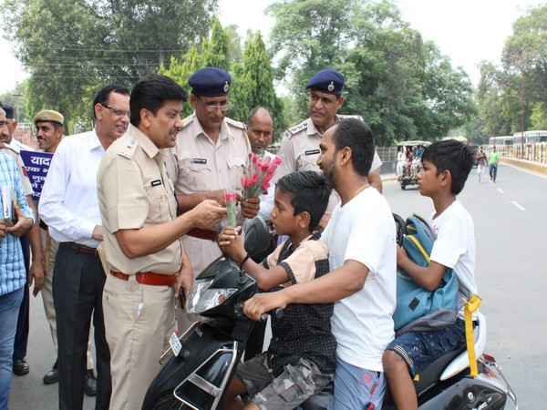 Police talking to motorists during the drive launched in Haryana