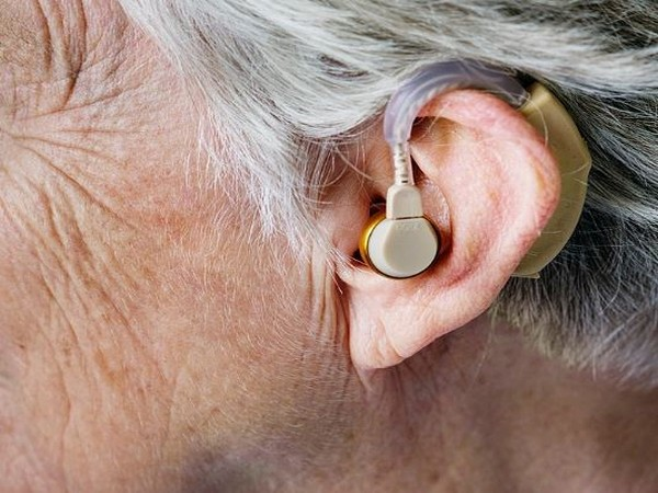Wearing hearing aids can help to delay cognitive decline and also improve brain function.