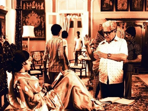 Image shared by actor Hema Malini featuring late filmmaker Basu Chatterjee (Image source: Twitter)