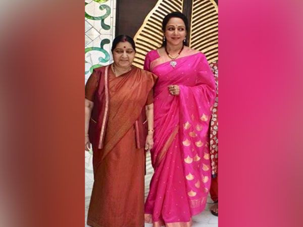 Actor and BJP MP Hema Malini along with former external affairs minister, Sushma Swaraj (Image source: Twitter)