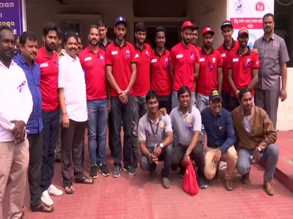 Hockey India players visited cancer wing of the Capital Hospital in Bhubaneshwar.