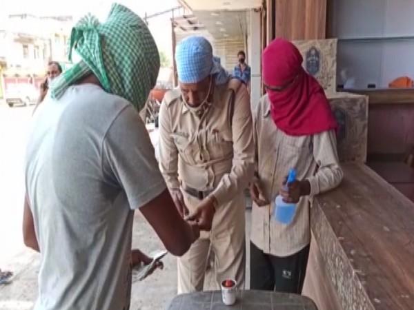 Liquor buyers getting inked in Hoshangabad district. Photo/ANI