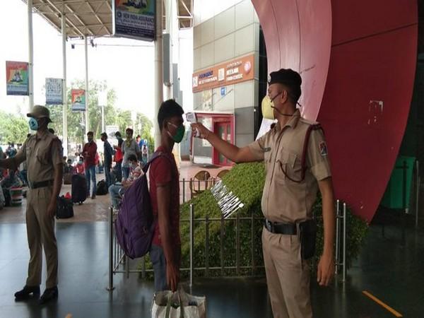Passengers being screened at Hubli Railway Station on Monday. [Photo/ANI]