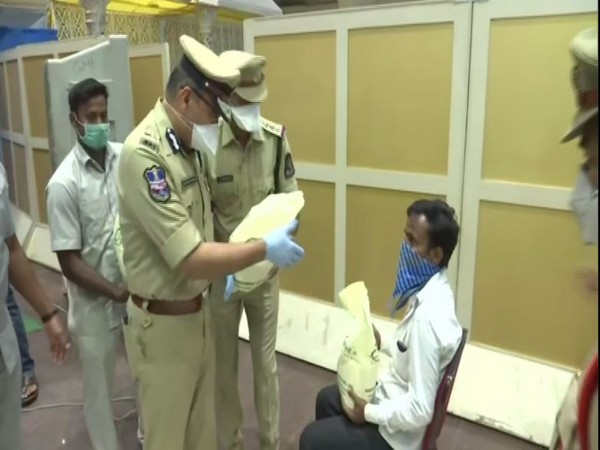 Hyderabad Police distributes food packets to migrant labourers on Monday. Photo/ANI