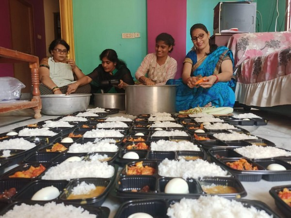 Nari Sena helps Covid-19 patients (Photo/ANI)