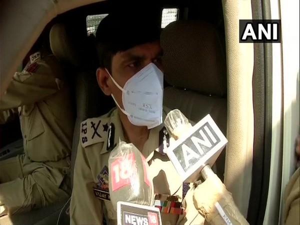 IG Srinagar, Vijay Kumar, talking to reporters on Sunday morning. [Photo/ANI]