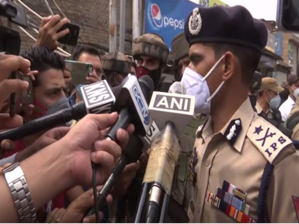 Kashmir IGP Vijay Kumar speaking to reporters in Nowgam in Jammu and Kashmir on Friday. [Photo/ANI]
