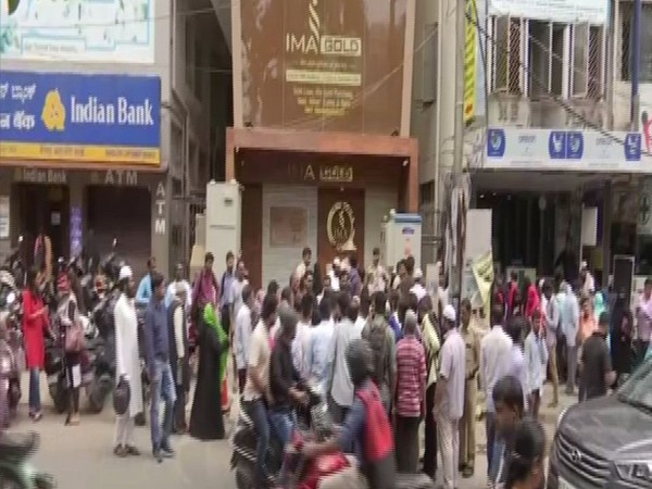 Investors protesting outside IMA Jewels' office