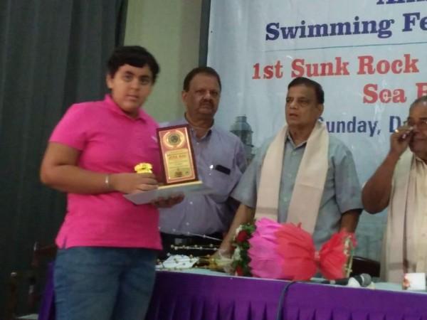 Jiya receiving an award on Sunday