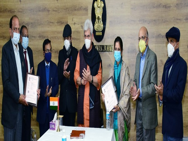 Jammu and Kashmir LG Manoj Sinha (Centre) was present at the time of signing of MoU between NBCC and JKITIDC