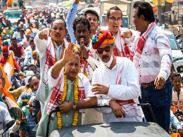 Congress leaders Jitendra Singh, Pradyut Bordoloi, and Gaurav Gogoi during 'Congressor 5 Guarantee' yatra. [Photo/ANI]