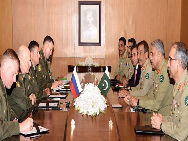 Russian Ground Forces Commander-in-Chief calls on COAS Gen Bajwa on Tuesday. (Photo courtesy: Inter-Services Public Relations)