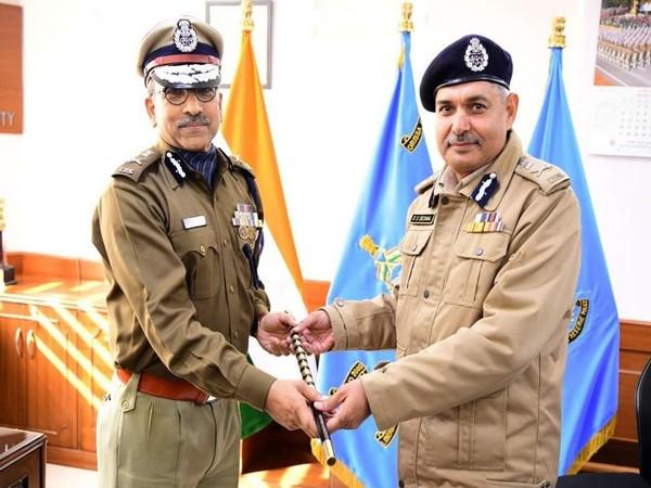 New DG CRPF AP Maheshwari (Left ) on Wednesday assumed the office. (Pic courtesy: CRPF)