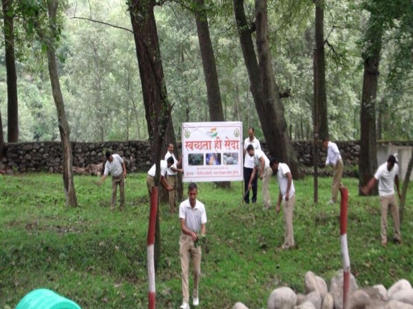 ITBP personnel carry out cleanliness drive in Kullu on Wednesday. Photo/ANI