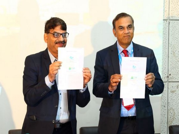 ITI's CMD RM Agarwal (left) and IESA Board Member and Advisor Anil Kumar Muniswamy exchanging the MoU.