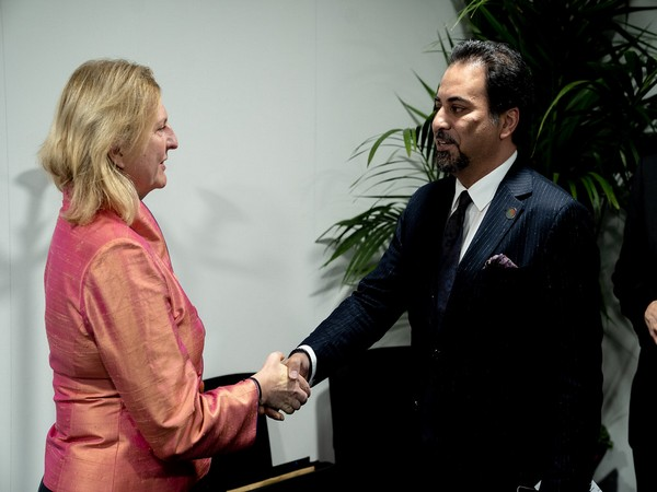 Idrees Zaman (R), Afghanistan's new acting foreign minister