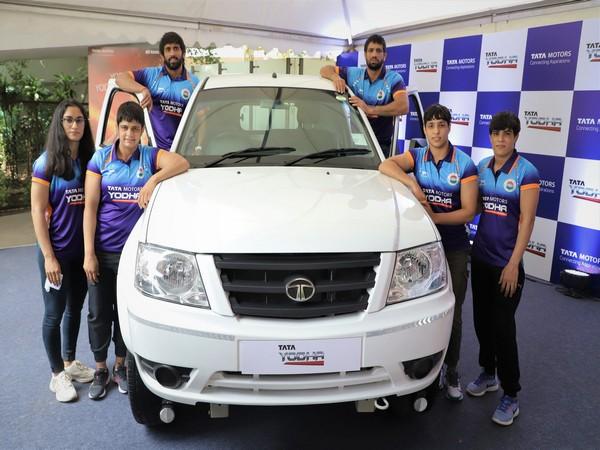 Indian Olympic wrestlers posing with Tata Yodha (L-R) Vinesh Phogat, Sonam Malik, Bajrang Punia, Ravi Kumar Dahiya, Anshu Malik, Seema Bisla.