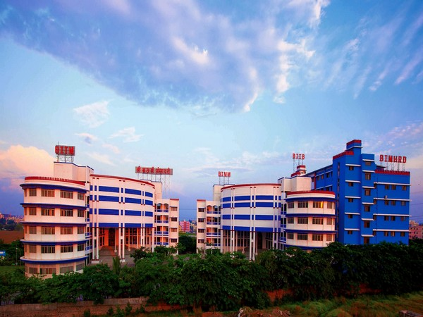 Sri Balaji University has expanded its excellence into the fields of Business and Humanities with the two 3-year full-time courses - BBA and BA