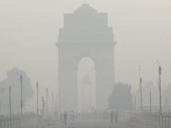 Fog engulfs Delhi on Tuesday. [Photo/ANI]