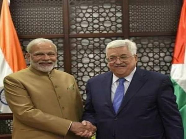 Prime Minister Narendra Modi and Palestinian President Mahmoud Abbas (File photo)