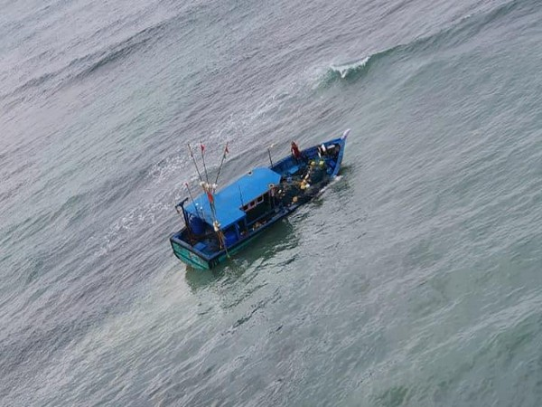 Naval helicopter from INS Parundu rescued fishermen stranded on a damaged fishing boat near Manali Island