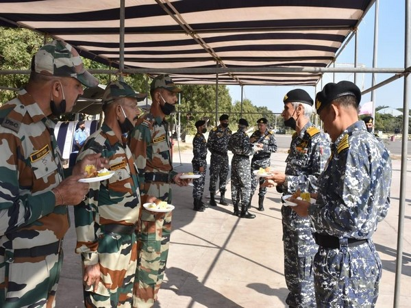 Admiral Karambir Singh, the Chief of the Naval Staff in Gujarat (Photo: PIB)