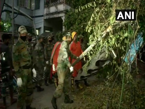 The Army personnel conducting restoration work in Kolkata on Saturday. Photo/ANI