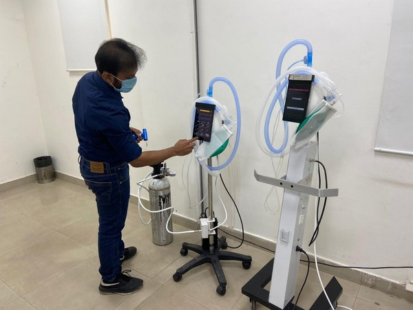 Professor Diwakar Vaish, the owner of AgVa company, giving a demonstration of the ventilator. Photo/ANI