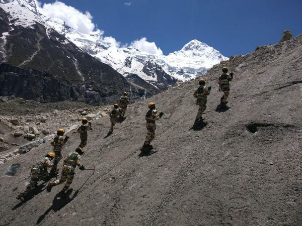 Women mountaineers of ITBP scale an unnamed peak near Badrinath on Monday. Photo/ANI