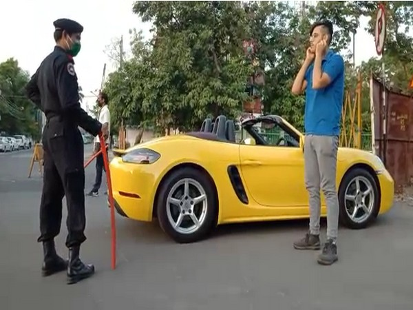 The car driver said that he had a lockdown pass but was stopped by a member of the Municipal Security Committee and was not even heard once. Photo/ANI