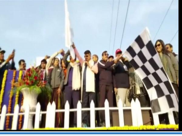 BJP National General Secretory Kailash Vijayvargiya Flagging off the cycle parade in Indore on Sunday Photo/ANI