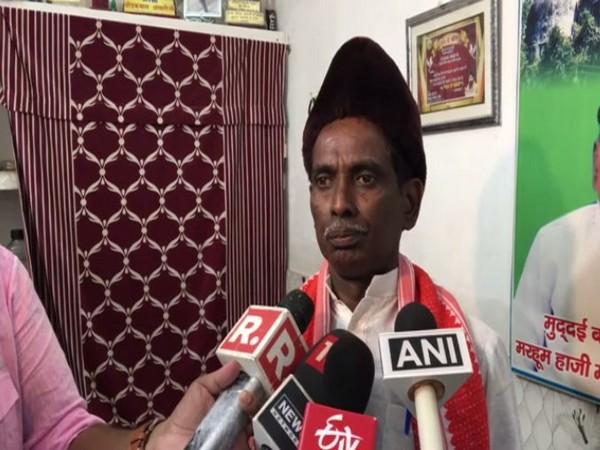 Iqbal Ansari talks to reporters in Ayodhya on Wednesday. Photo/ANI