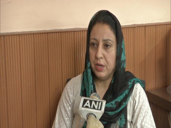 Horticulture Development Officer Saima speaking to ANI in Kashmir on Wednesday. (Photo/ANI)